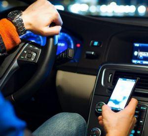 Таксист решил не возвращать мобильник пассажиру