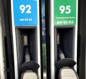 На смоленских автозаправках вновь изменились цены на топливо