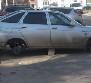 Смоленский автомобилист остался без колес