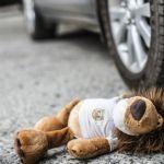 В Смоленске автомобилист сбил 8-летнюю девочку, которая пыталась сесть в трамвай