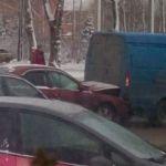 В Смоленске легковой автомобиль протаранил Газель