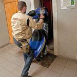 Двое приезжих спрятали угнанный мотоцикл в кабине лифта