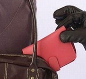 Карманника, вытащившего кошелек у женщины на рынке, нашли через два года