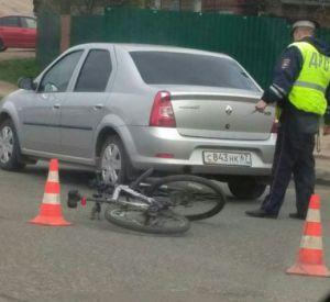 Водитель легковушки сбил велосипедиста