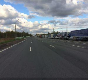 В Смоленске на границе России и Белоруссии образовалась гигантская пробка