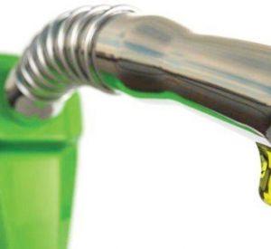 Хитро*опый сотрудник фирмы торговал ворованный топливом