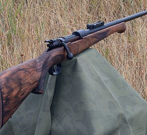 Житель Ярцева стащил два охотничьих ружья