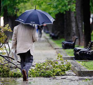 Прогноз погоды на 12 июля: МЧС предупреждает о шквалистом ветре и грозах