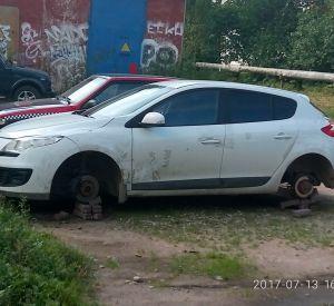 В Смоленске автомобиль оставили без колес