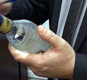 Сафоновец дважды продал паленый алкоголь оперативникам
