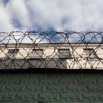 Заведующая складом исправительной колонии поила спиртным заключенного