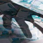 Женщина во время застолья украла деньги хозяина дома