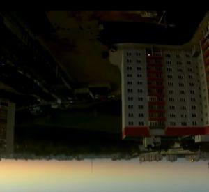 Экстремал повис на башенном кране вниз головой (видео)