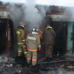 В Смоленской области загорелся гараж с автомобилем внутри