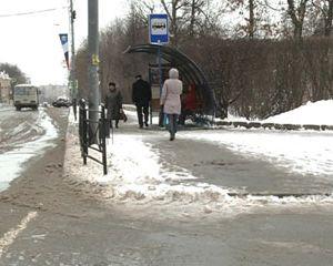 Весенний снегопад заставил смоленских коммунальщиков перейти на зимний режим работы
