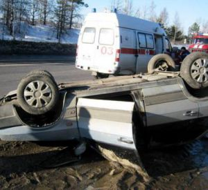 В Смоленской области опрокинулась легковушка