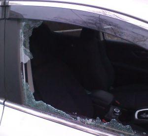Два товарища вскрыли чужой автомобиль