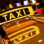 Пьяный пассажир пытался угнать автомобиль таксиста