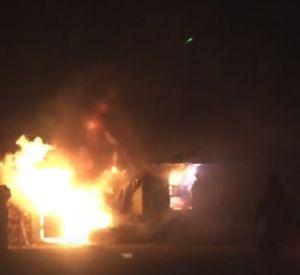 Возгорание шиномонтажа попало на видео