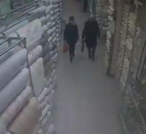 Две смолянки украли декор из торгового центра (видео)
