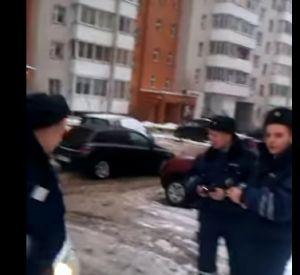Видео: Смолянин отчитал сотрудников полиции
