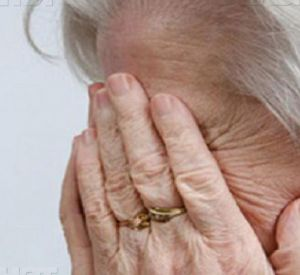Накануне Пасхи нетрезвая дочь жестоко избила престарелую мать