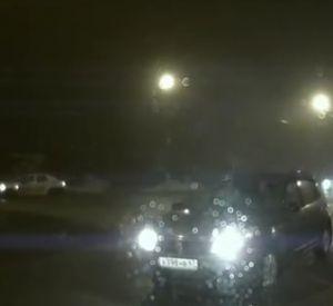 Невнимательная автолюбительница выехала на встречку (видео)
