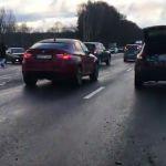 На трассе М1 произошло массовое столкновение автомобилей (видео)