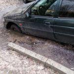 В Смоленске автомобиль «нырнул» в лужу (фото)