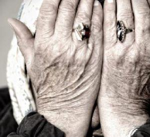 85-летнюю женщину «лже-газовщицы» оставили без сбережений