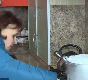 Жители смоленской деревни вынуждены топить снег (видео)
