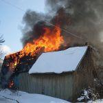 В садовом товариществе сгорел дачный дом