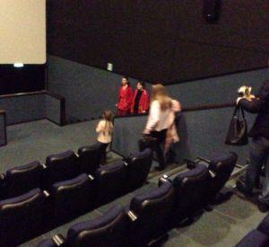 Родители привели маленькую дочь на садистский фильм