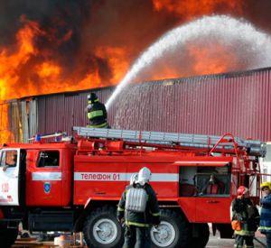 Пожар в Сафоново уничтожил коморку сторожа предприятия