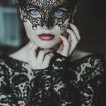 Легкомысленная девушка шантажировала любовника после секса по скайпу