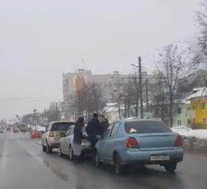 Двойная авария попала на видео