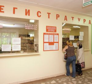 Невнимательная работница регистратуры «подарила» мобильник пациентке