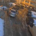Видео: Наглая особа поцарапала чужой автомобиль