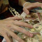 Пенсионерка лишилась ценностей, поверив «целительнице»