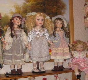 Недобросовестная заемщица может лишиться уникальной коллекции кукол