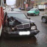 В Смоленске произошла авария с участием легковушки, микроавтобуса и трамвая
