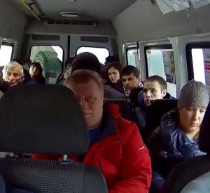 Смолянка пожаловалась на водителя маршрутки, который высадил ее ребенка