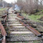 Трое воров сняли крепежи с железной дороги
