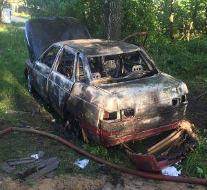 В Смоленске огонь уничтожил отечественную легковушку