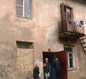 Смоленские следователи проверят условия проживания в ветхом бараке (видео)