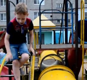 Шестилетний смолянин пожаловался президенту на детскую площадку (видео)