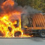 В Смоленском районе загорелся мусоровоз