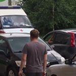 Видео: Упрямец на легковушке заставил водителя «скорой» сдавать назад
