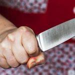Агрессивная смолянка пырнула ножом в живот супруга