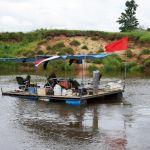 Путешественники сплавились по Днепру на самодельном плоту